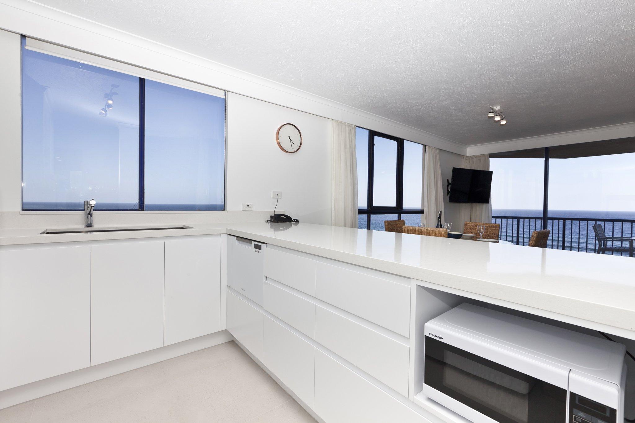 Surf Regency Holiday Apartments Kitchen