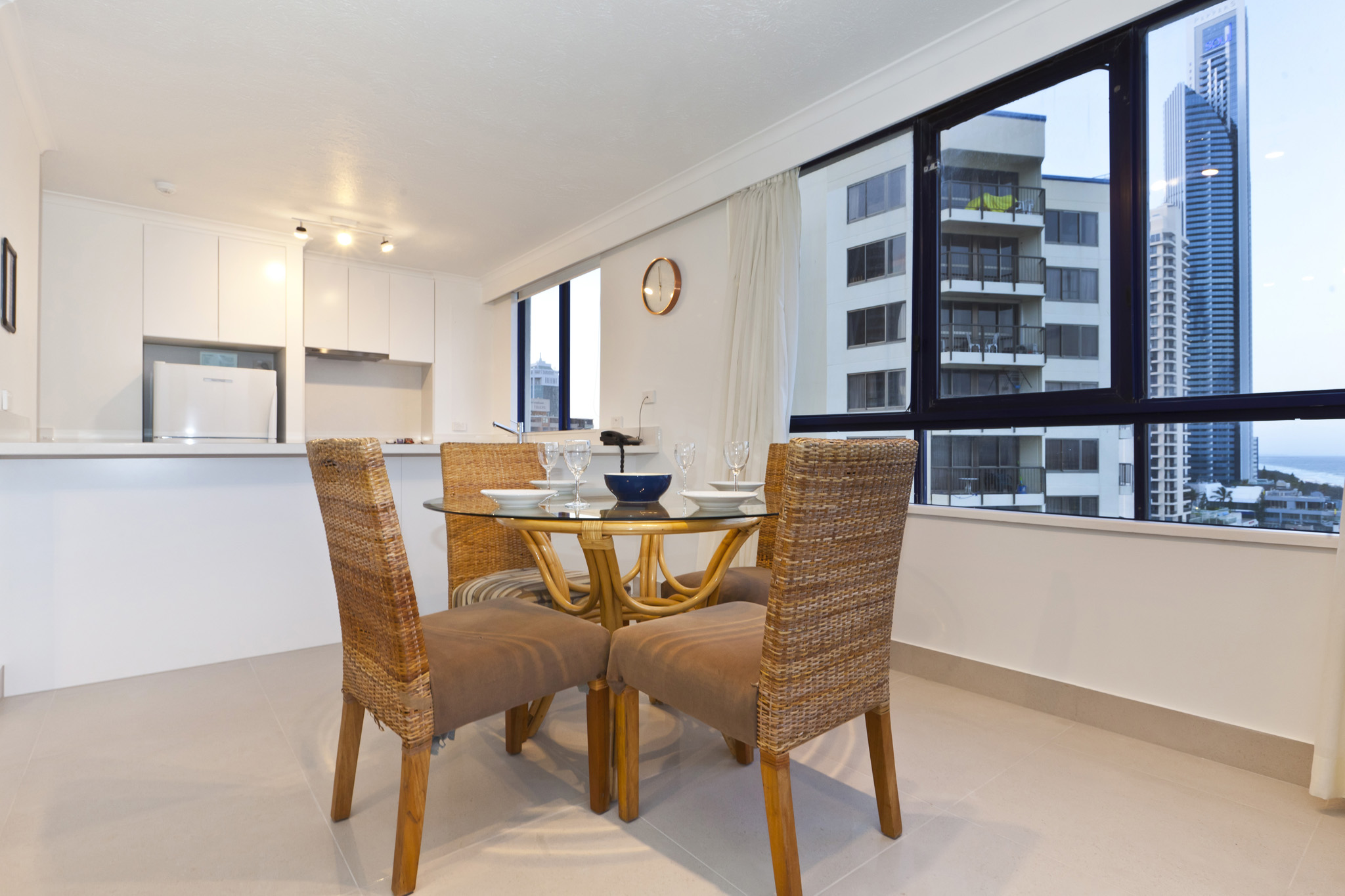 Surf Regency Holiday Apartments Dining Area