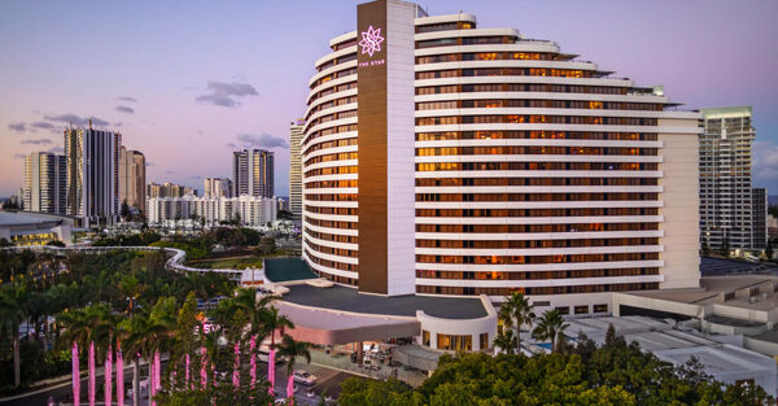 surf-regency-attractions-surfers-paradise-the-star