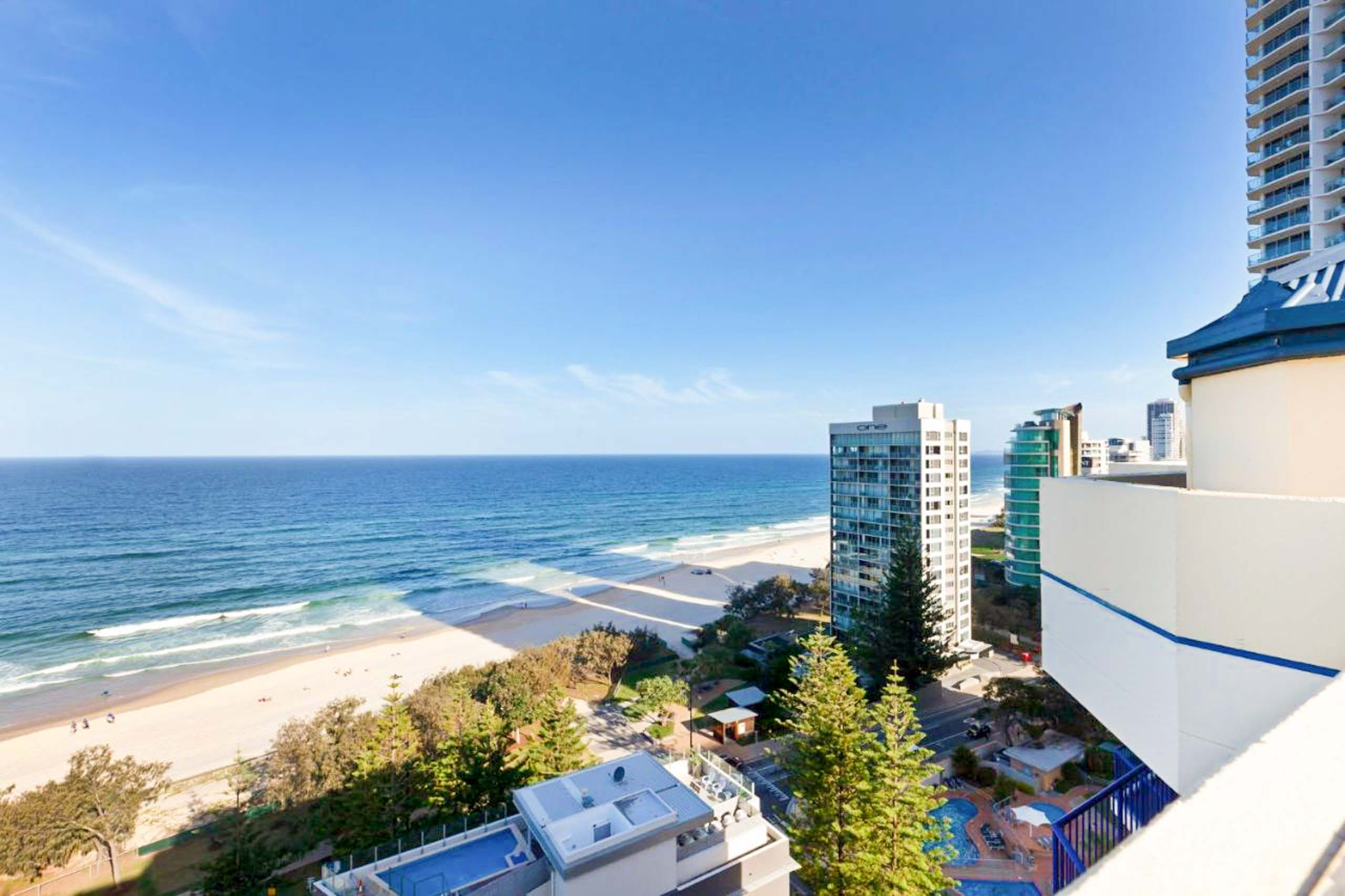 surf-regency-location-surfers-paradise-rooftop-view